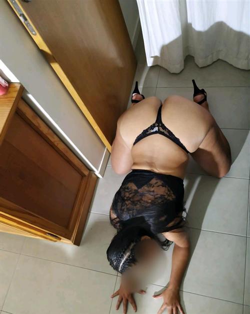 Hajla, 26 años, puta en Málaga fotos reales